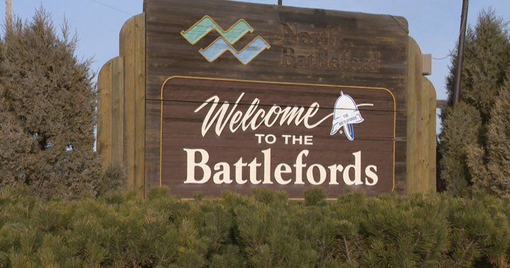 "A sign saying ""Welcome to the Battlefords"""
